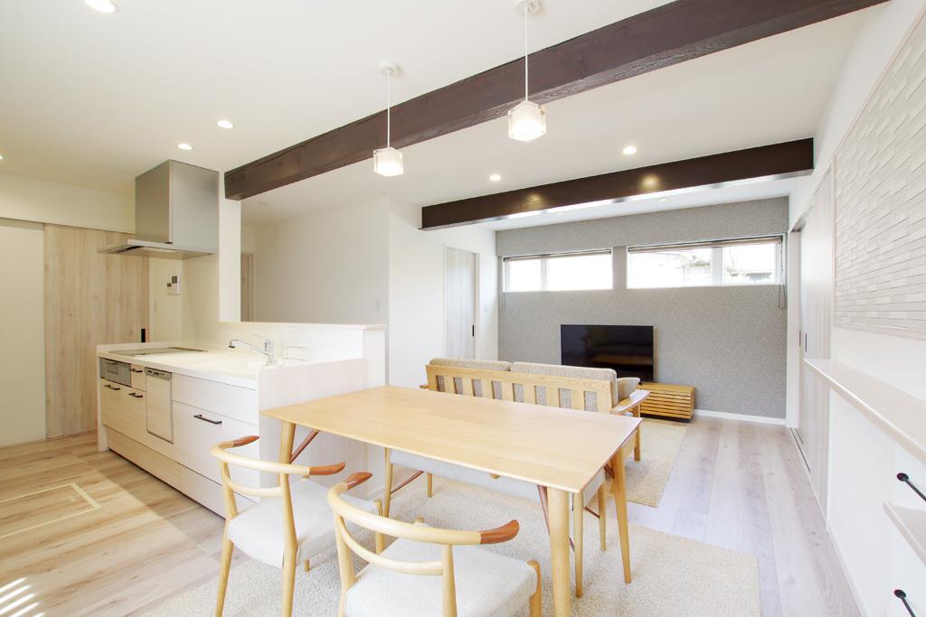 車庫が居住空間に生まれ変わった大型リノベーション住宅