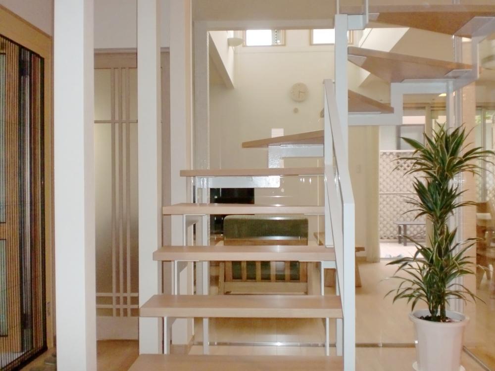 LDK改装リフォーム~鉄骨階段のあるリビングで開放感を演出~