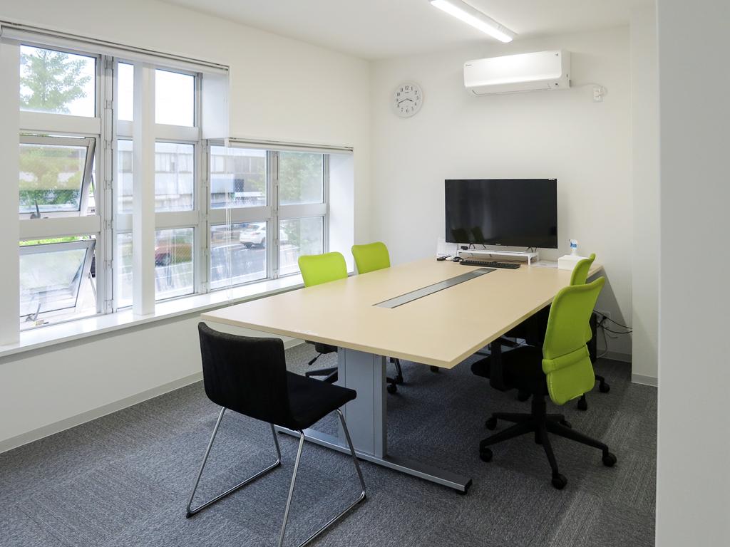 【オフィスリフォーム】テレビ会議に対応可能なワークスペースを増築