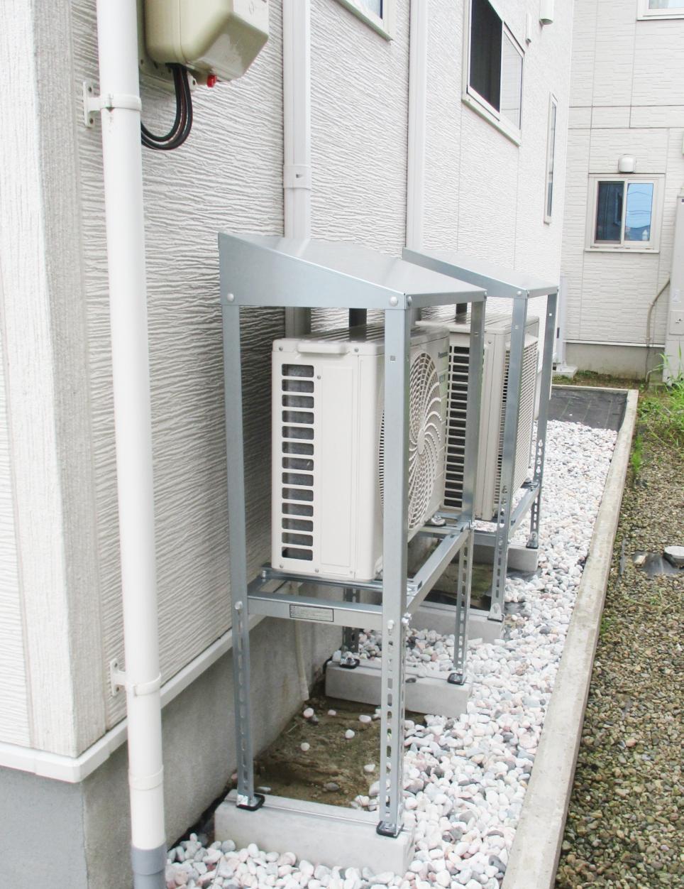 防雪対策におすすめ  ~エアコン室外機屋根付き架台取付工事
