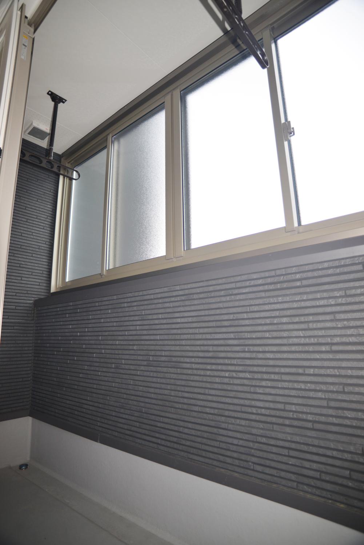【ベランダ窓枠取付工事】冬場のお洗濯も快適に