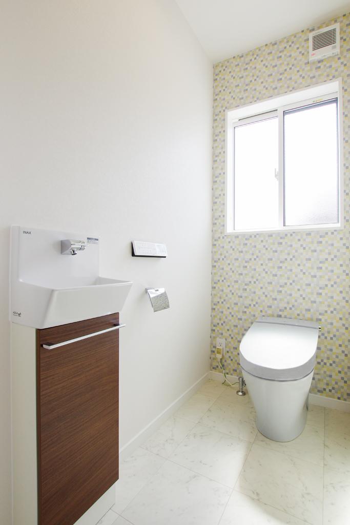 【トイレ入替工事】限られた空間をスリム収納で広々と