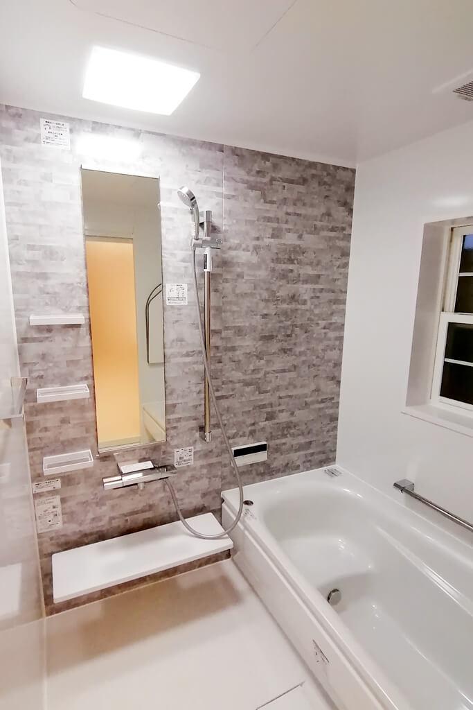 ホワイトベースで清潔感あふれる明るいお風呂に♪